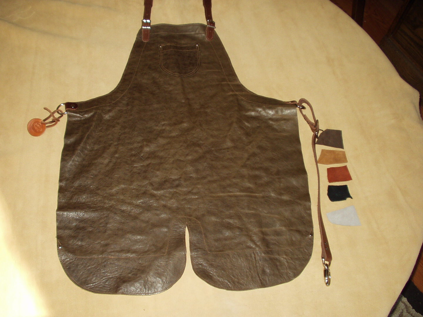Spit Bottom Apron Brown Also availible in Deer Tan